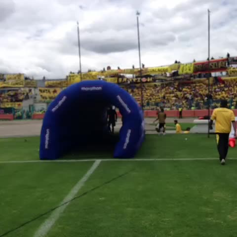 BarcelonaSCs post on Vine - #BSC a la cancha para realizar movimientos precompetitivos - BarcelonaSCs post on Vine
