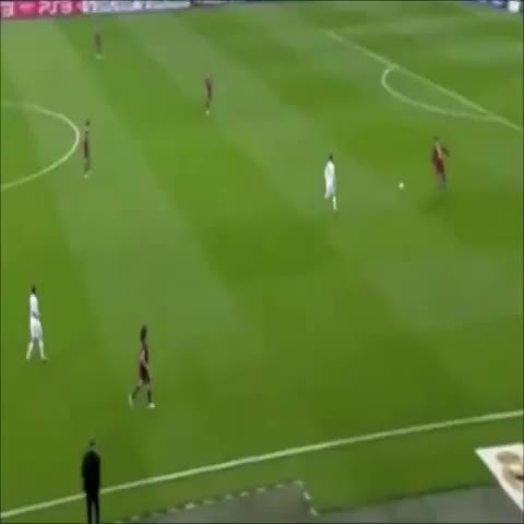 Soccer Memess post on Vine - Ronaldo gets stuck in a Barcelona triangle.