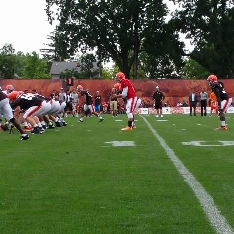 Cleveland Brownss post on Vine - Johnny Manziel with the QB sneak! #BrownsCamp14 #DawgPound - Cleveland Brownss post on Vine