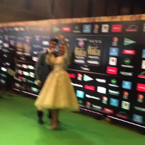 Vine by IIFA Awards - All the crazy stuff happening at #IIFA2016! @ranveerofficial @sonakshisinha