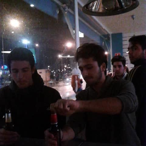 Una cerveza y nos vamos...     #vinealo  David Navarro Jimenez R.O.N.I.S.7 @jorgevillalba96 @mini96raul @Caletrio96 - Vine by Ramonelli - Una cerveza y nos vamos...     #vinealo  David Navarro Jimenez R.O.N.I.S.7 @jorgevillalba96 @mini96raul @Caletrio96