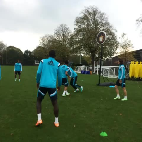 Chelsea FCs post on Vine - A spot of basketball in training today... #CFC - Chelsea FCs post on Vine