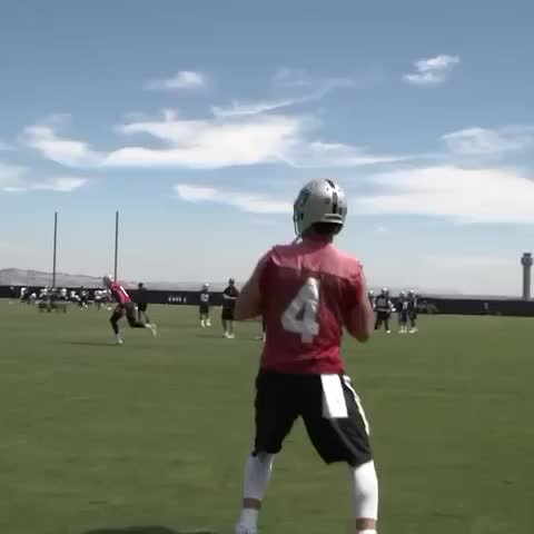Vine by LeadingNFL - This throw by Derek Carr! 👀 (via Raiders)