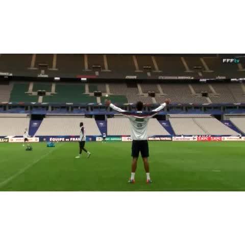 عالم ريال مدريدs post on Vine - مهارة رائعة لـ رافائيل فاران في تدريب المنتخب الفرنسي. @fff @raphaelvarane #Varane #HalaMadrid - عالم ريال مدريدs post on Vine