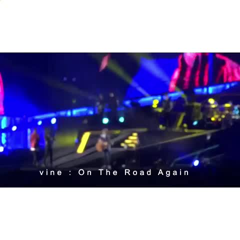 Vine by On The Road Again - Zayns run is so funny 😂😂😂