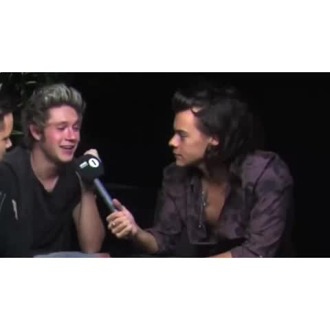 Vine by 90sedits - Harry mocking Niall is the best thing on this planet ???? IM LAUghinf ????????