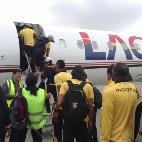 Ya abordando el vuelo #RumboaCuenca #BSC - BarcelonaSCs post on Vine