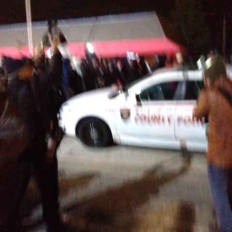 Jim Dalrymple IIs post on Vine - Theyre smashing a police car up - Jim Dalrymple IIs post on Vine