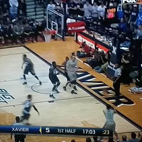Vine by Big East Hoops 24/7 - Xavier hoops 5 guys trusting the system
