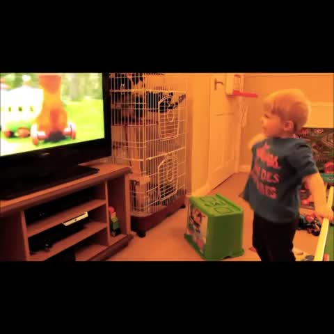 Uni Lad – This Video Of A Little Lad Thinking He& A Wizard Will Make Your Day izle