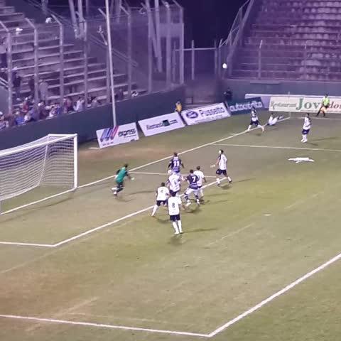Vine by Arenga Deportiva - VIDEO | ¿Fue falta dentro o fuera del área a Balvorin? #JuventudAntoniana 0 - #Aconquija. #FederalA
