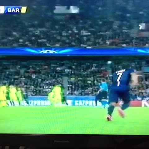 William Alfaros post on Vine - Gol de David Luiz, pone al PSG arriba 1-0 sobre el Barça - William Alfaros post on Vine