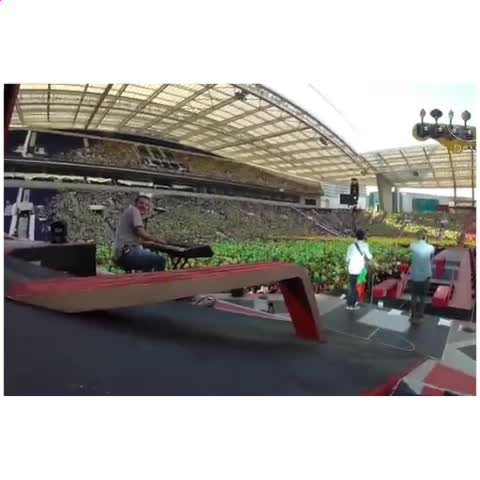 one direction editss post on Vine - im so proud of my country #wwatour #portugal #openingact #DAMA #torn - one direction editss post on Vine