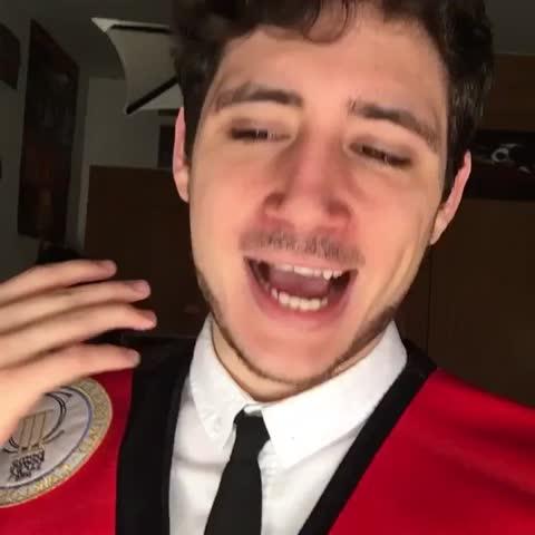 Vine by Darío Eme Hache - El destino de quién consigue graduarse.
