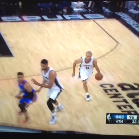 Vine by @World_Wide_Wob - Tony Parker gotta be kidding me with this pass 😳