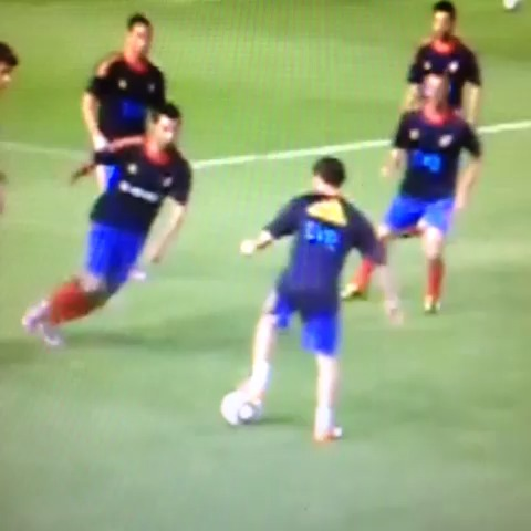 Juan Mata vs Raul Albiol #Mata #Albiol #soccer #skill #tricks - Juan Mata vs Raul Albiol #Mata #Albiol #soccer #skill #tricks - Taki Despos post on Vine