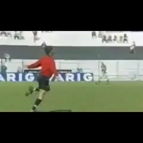 Footy Viness post on Vine - This ref is a bit different... - Footy Viness post on Vine