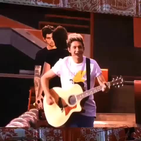 Vine by one direction videos™ - niall singing a little bit of Burn