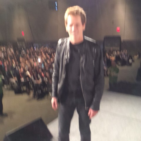 Lance Ulanoffs post on Vine - Worlds best Vine. Kevin Bacon makes one-degree of separation with audience. #MashSXSW #sixdegrees - Lance Ulanoffs post on Vine