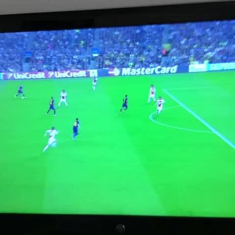 Golazo Messi @barcastuff - GoalsFCBs post on Vine
