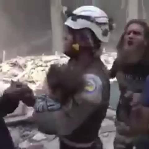 Vine by Jerry Maher - اطلب من الجميع المشاركة بإعادة تغريد الفيديوهات المنشورة لتصل الى العالم اجمع. #جيري_ماهر #حلب_تحترق