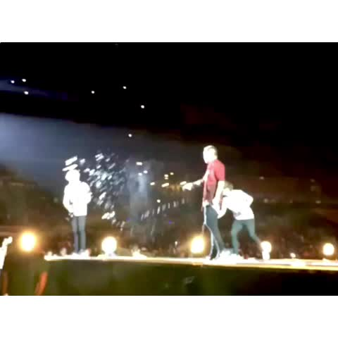 Vine by Niall Girls - Nialls fucking done with their bullshit😂 but seriously, that was dangerous shit😕 - Shay (03.28.15 Johannesburg IG|kkayleigh11)