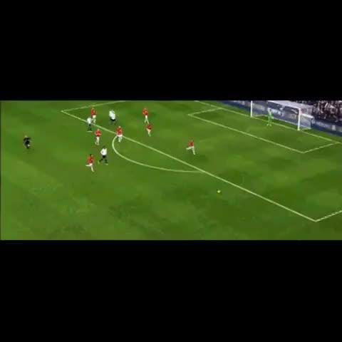 MUFCSupports post on Vine - Nemanja Vidic vs Kyle Walker #MUFC #Football #Soccer #Vidic - WorldStarFootball ☑️s post on Vine