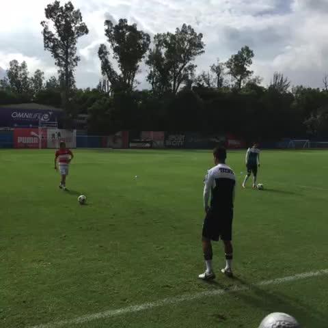 Vine by Chivas - Con Matías entrenando con nosotros, arranca el día. ¡Dale Rebaño! #UnidosSomosCA3RONES