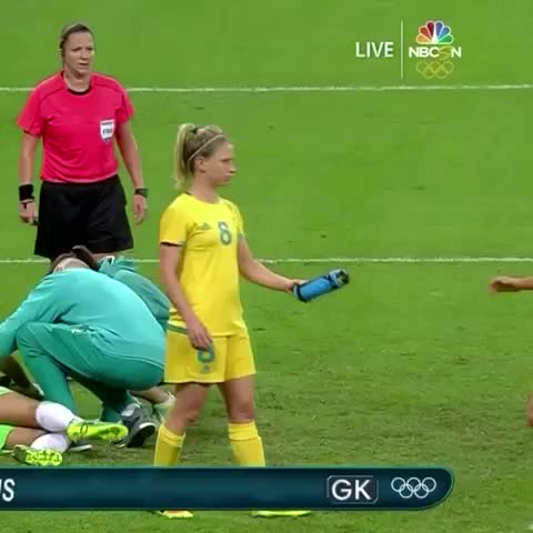 Australia's Lisa De Vanna Struggles With Water Bottle