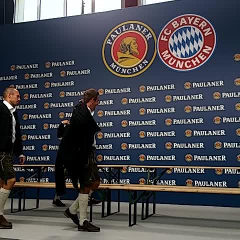 Vine by FC Bayern München - Raus aus den Trainingsanzügen und rein in die Tracht! Die FCB-Profis beim #Paulaner-Shooting.