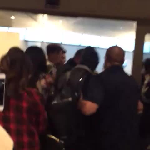 1dflighthotels post on Vine - Video 5: Zayn at the airport - love that girls comment 😂 - 1dflighthotels post on Vine