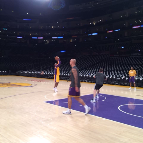 Heres Kobe Bryant on the pregame grind, hitting some jumpers. - Mike Trudells post on Vine