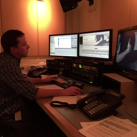 Judy Trinhs post on Vine - .@cbcottawa editor Stephane Richer hard at work on feature on Violence Against Women. Heres First Look #ottnews #cbcott #endVAW - Judy Trinhs post on Vine
