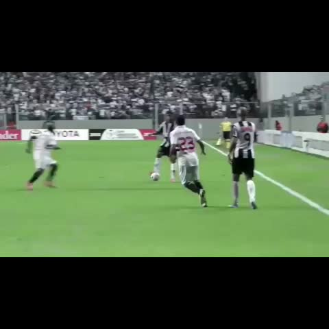 Ronaldinho Viness post on Vine - Simply #Ronaldinho ! He takes two but in a world class move!👌 Follow for more!> Follow Soccer Bosses®  get him to 12k!! < #r10 #atlecticom - Ronaldinho Viness post on Vine