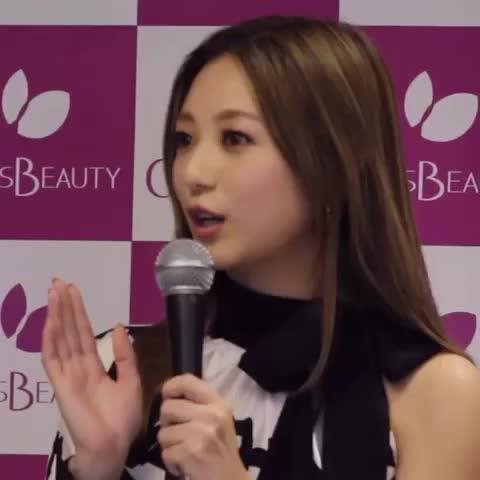 Vine by WWSチャンネル - #AAA #伊藤千晃 #美肌 #記者会見 @chiaki_AAA @AAAinformation