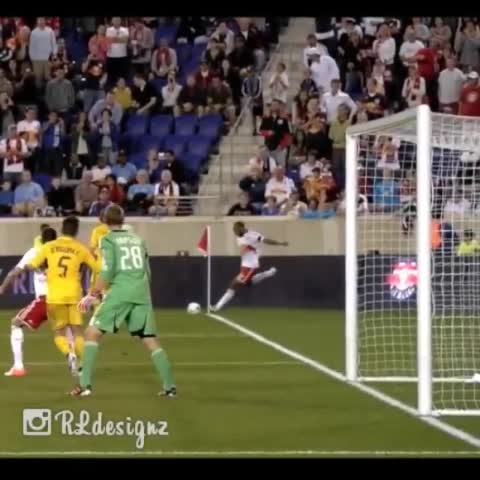 GOALs post on Vine - Vine by GOAL - The best corner kick ever.👌 #GOAL #ThierryHenry