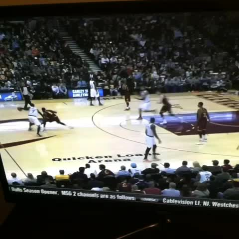 The Knicks scissor play, one of my favorite set plays in the league. - Mike Pradas post on Vine