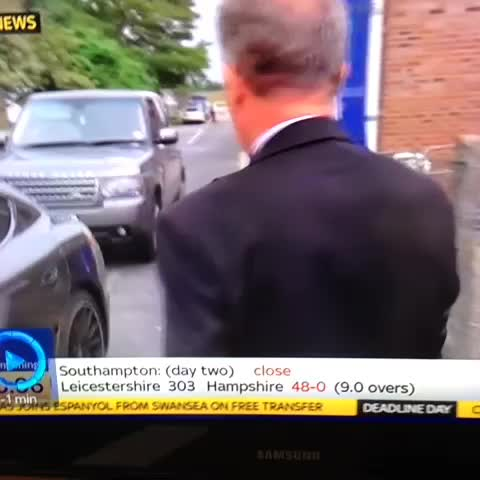 James Campbells post on Vine - Gary Cotterill, you had one job: to get a word with Harry Redknapp through his window #SkyDeadlineDay - James Campbells post on Vine