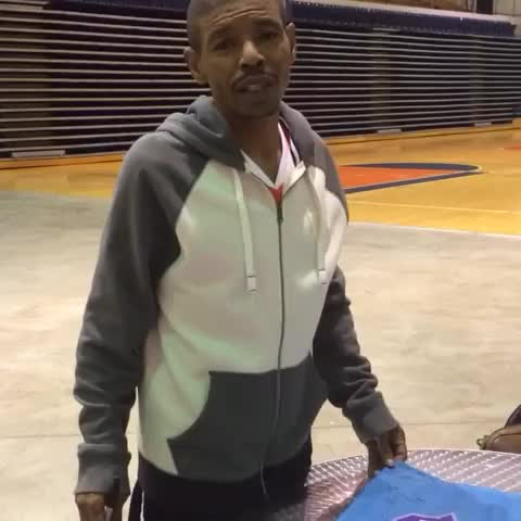 A quick clip of the message @MuggsyBogues sent to the people at our party last night! - Bring Back The Buzzs post on Vine