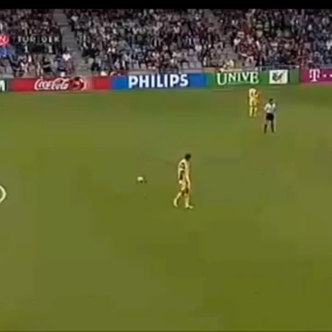 Soccer Kings post on Vine - What a nasty freekick holy shit like and revine of you I should post more freekick goals #soccer #goal #football #golaso #nasty #freekick - Soccer Kings post on Vine