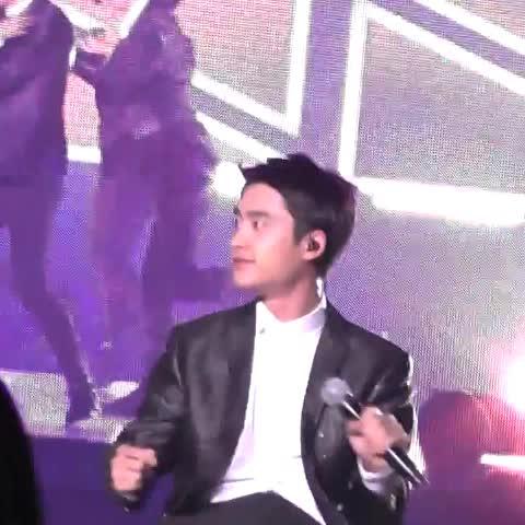 メンバーを見つつ座りながら踊ってるギョンス素敵でした♡  #Kyungsoo #경수 #smt - Vine by MOOOOOOORI - メンバーを見つつ座りながら踊ってるギョンス素敵でした♡  #Kyungsoo #경수 #smt