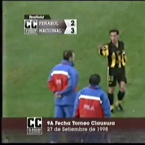 Vine by Ovacional - Bengoechea le muestra los 5 dedos a Hugo de León.