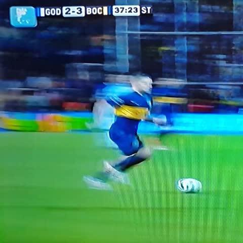 AFAs post on Vine - #gol de #Boca, que se pone 3-2: Calleri guapeando, tras fino toque de Gago. - AFAs post on Vine