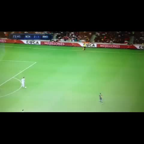 Real Madrid Viness post on Vine - What a pass from Xabi! #XabiAlonso #RealMadrid #ElClasico #MesutOzil #Ronaldo #HalaMadrid - Real Madrid Viness post on Vine