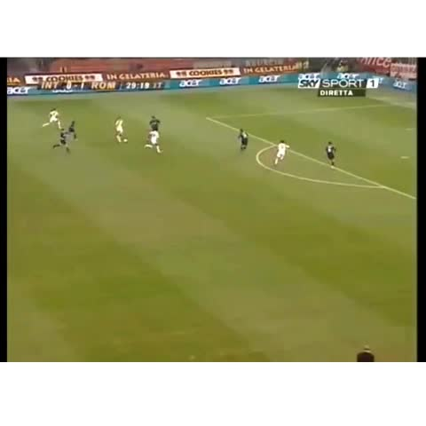 Soccer Best ⚽️s post on Vine - Best chip goal I had ever seen,incredible goal by Totti against Inter #soccerbest #wow #chip #goal #totti # Roma #Inter #SerieA By Zan1616 - SOCCER BEST ⚽️s post on Vine