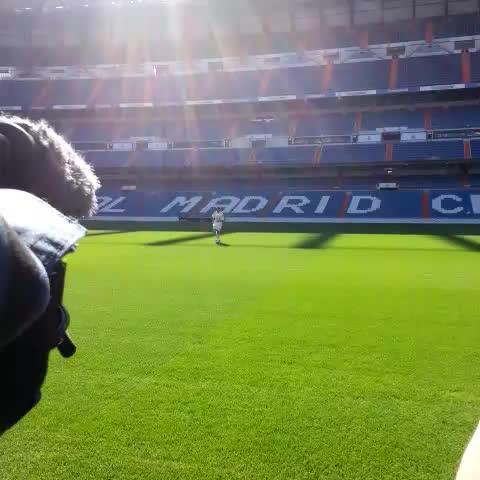 Chicharito da sus primeros toques como madridista - @diariobernabeus post on Vine