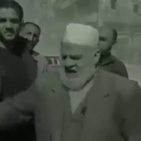 Vine by Jerry Maher - شيخ سوري: اننا هنا باقون حتى راية الاسلام في سماء الشام تلمع او ارواحنا لله تُرفع. #جيري_ماهر #حلب_تحترق