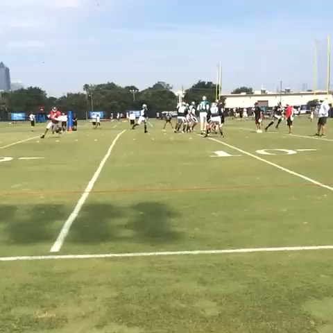 Jacksonville Jaguarss post on Vine - QB @bbortles5 hits WR @kerrytaylor15 for a completion in drills. #JagsCamp | #SlowMo - Jacksonville Jaguarss post on Vine