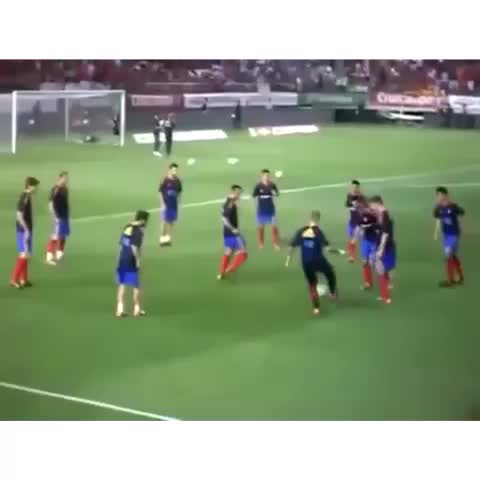 Best Soccer Goalss post on Vine - Who remember this? Mata Humiliates Raul Albiol with an amazing nutmeg 😨😱 #bestsoccergoals #soccer #football #skill - Best Soccer Goalss post on Vine