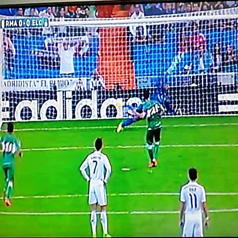 Gol del Elche por Albacar al minuto 15 para el 1-0 sobre el Real Madrid @elgraficionado - Elisa Hdez. Linaress post on Vine